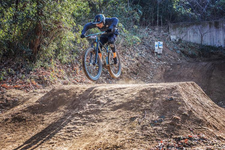 スマイルバイクパーク 4連ジャンプ Alternative Bicycles オルタナティブ バイシクルズ 北澤さん