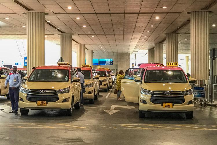 ドバイ旅行 タクシー