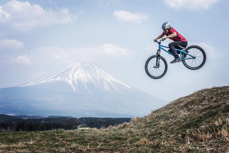 麓キャンプ場(ふもとっぱら)でオートキャンプ SHAKA24 刺しバニーホップ 富士山背景