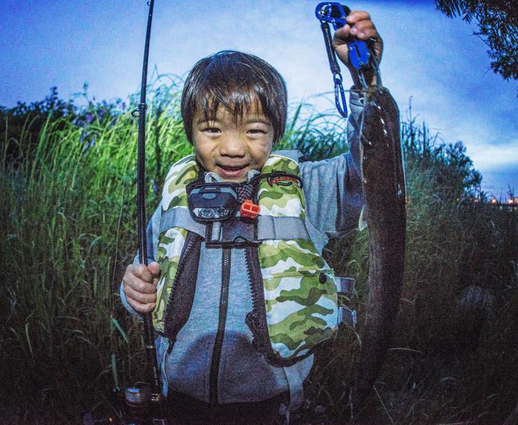 夕活BIKE&FISHで釣れたナマズ 叶大