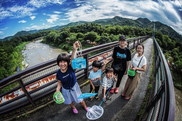 長瀞オートキャンプ場 橋の上で記念撮影