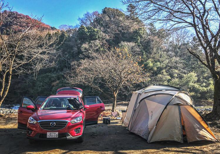 青野原オートキャンプ場 CX-5 テント組み立て