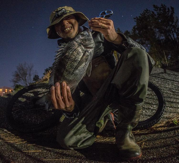 深夜活BIKE&FISH メタルバイブで釣れたクロダイ