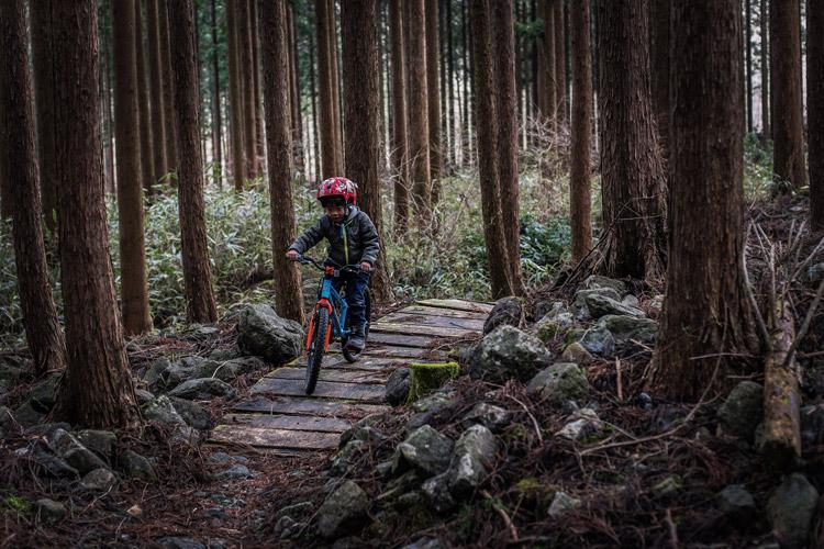 麓キャンプ場 ふもとっぱらキャンプ場 マウンテンバイクコース オートキャンプ croMOZU275 ヨツバサイクル