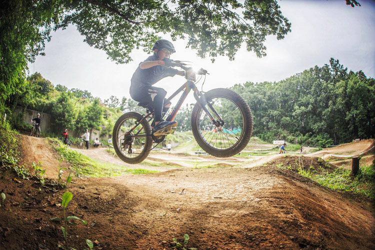 スマイルバイクパーク SBP ヨツバサイクル 4連ジャンプ