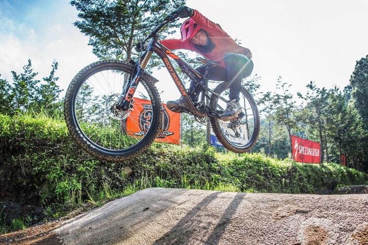 小田原フォレストバイク croMOZU275 3連ジャンプ