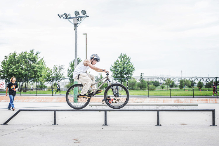 リニューアルした新横浜スケートパーク YAMATO SHAKA26 レールライド