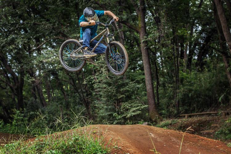 スマイルバイクパーク MOZU24 4連ジャンプ 斜め刺し