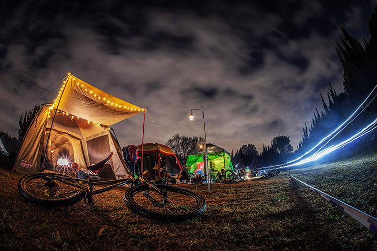 秋ヶ瀬の森バイクロア10 キャンプ テントサイト サンセットレース観戦
