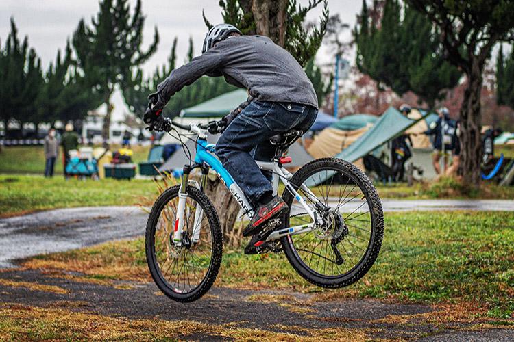 秋ヶ瀬の森バイクロア10 TUBAGRA  バニーホップ・ジャンプスクール