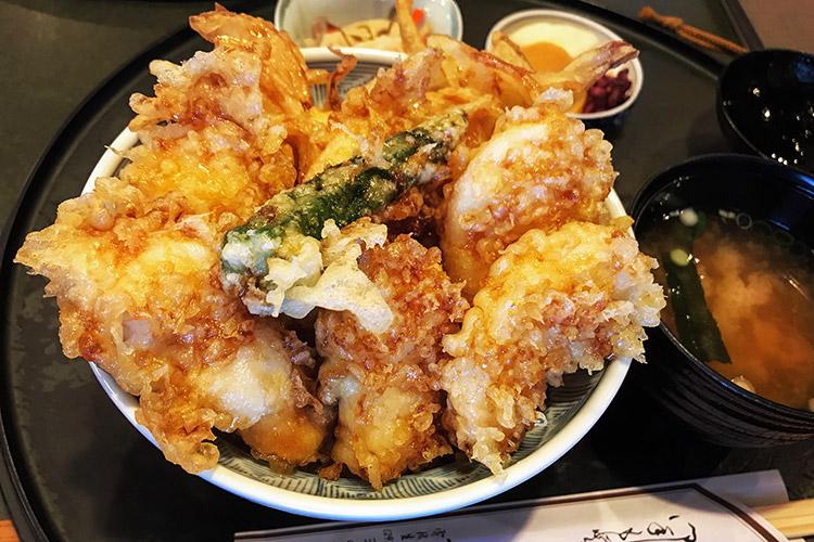 サタジュクアテンドトレイルライド 魚愛 ず丼 ナマズ丼